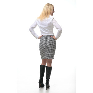 Skirt with black and white houndstooth pattern
